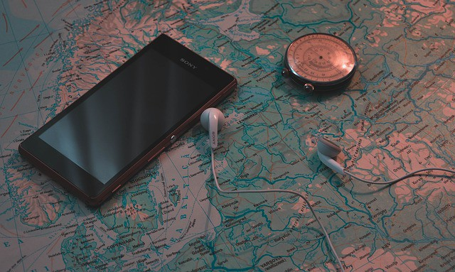 A smart phone as a GPS tracking device for hiking