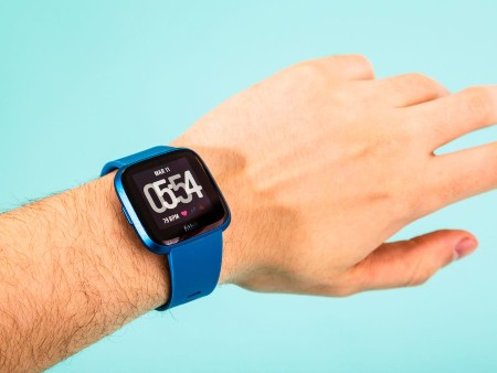 Can Fitbit Track run without Phone