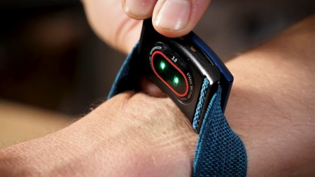 use Whoop with Apple Watch