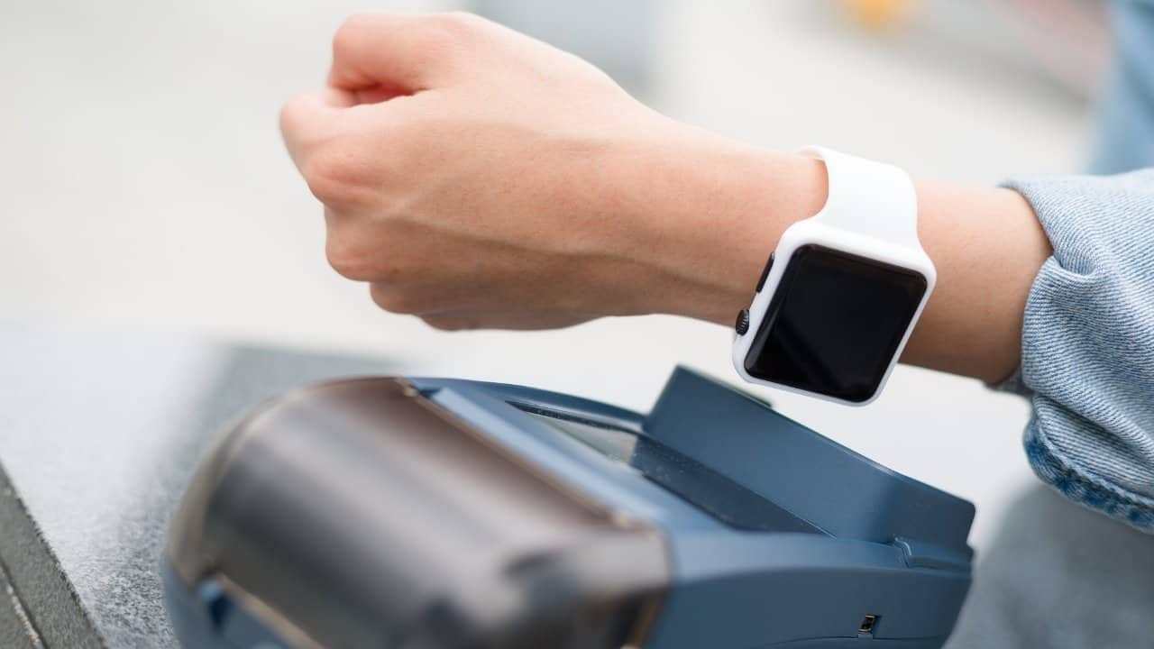 Paying with Smartwatch – featured image